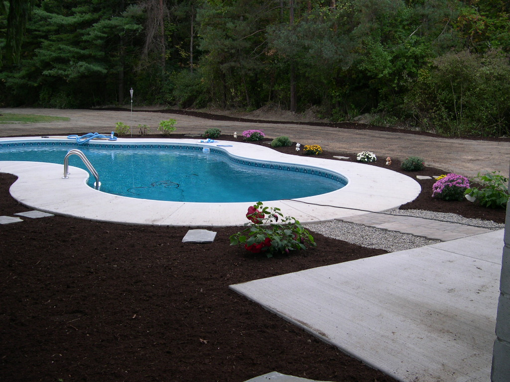 Grassmasters Landscaping Mulching Project 4