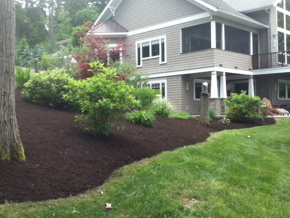 Grassmasters Landscaping Mulching Project 11